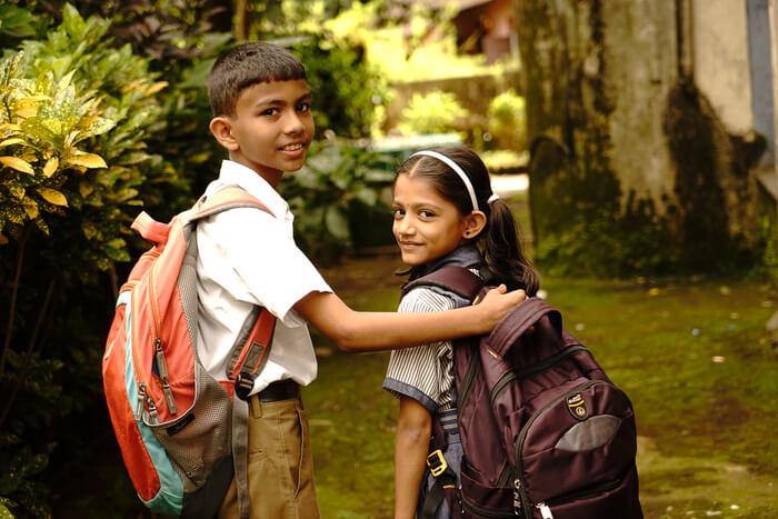 Fadderstøtten dekker alt av skolemateriell, inkludert skolesekk